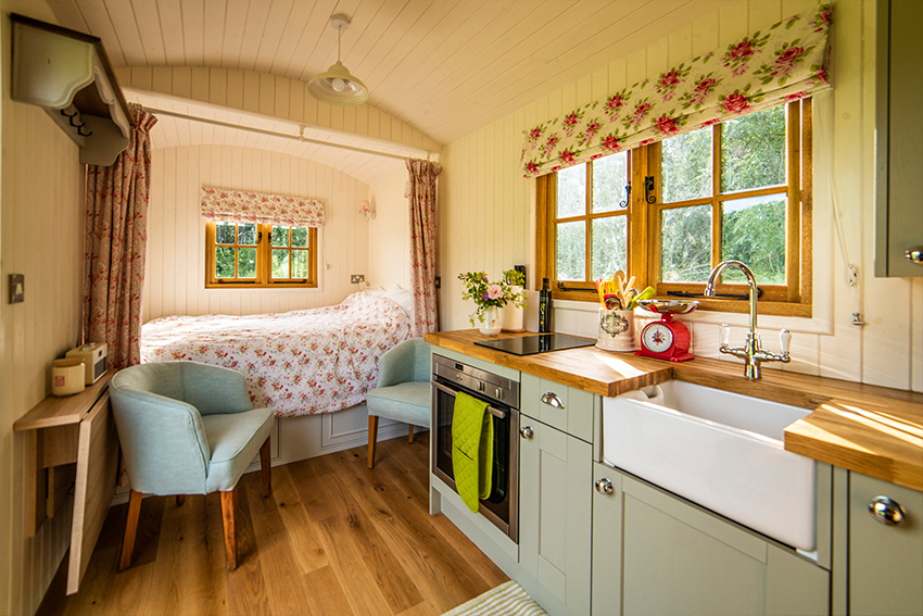 interiour-2-bed-accommodation,-shepherds-hut,-glamping,-holiday